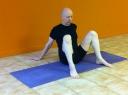 1 knees up hip width